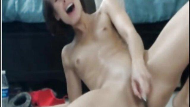 La sexy chocolate peliculas porno completas online gratis Ana Fox chupa una polla blanca y folla con un chico