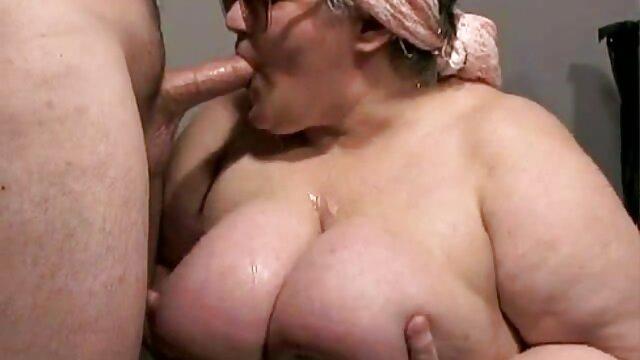 Antes de acostarme, videos pornografico en español me relajo y acaricio un coño regordete