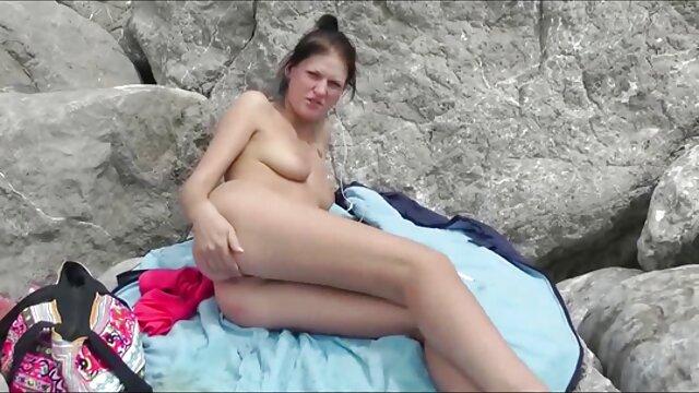 Estudiante sexy videos porno subtitulados a español se masturba la enorme polla de su semental y se traga su semen