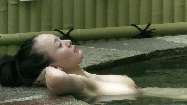 La perra experimentada sexy Aletta Ocean es follada hábilmente por un gurú del sexo, la chica gime y se emociona de videos gratis porno en español verdad