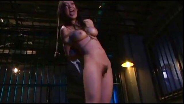 Una chica dulce siempre ha querido probar el sexo anal, pero siempre le daba vergüenza ofrecérselo a su amado, temiendo que él la españolas fakings considerara depravada e inmoral.