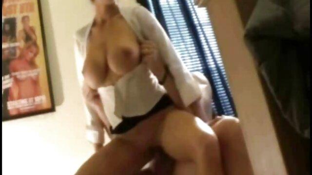 Tío preocupado se folla a una videos pprno en español asiática tetona sexy en bata