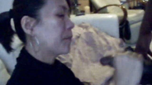 Rubia tetona Kayla follada analmente después de jugar videos xxx castellano al billar