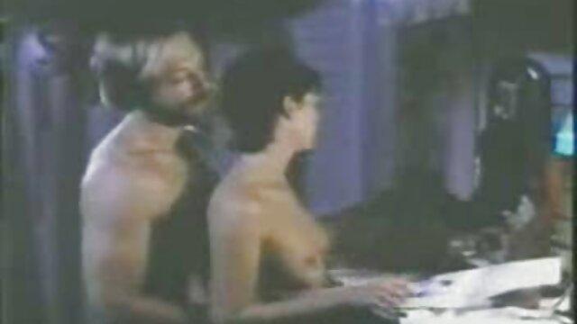 El jefe lleva a xxx cortos en español una joven rubia al trabajo y se la folla en la oficina