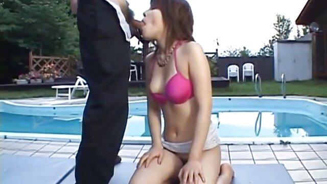 Un videos porno fakings gratis vídeo muy curioso e intrigante con chicas guapas y sexys que chupan diligentemente los penes gordos de sus amados chicos con sus labios, y las que tienen tanta diligencia vierten generosamente sus rostros con esperma.