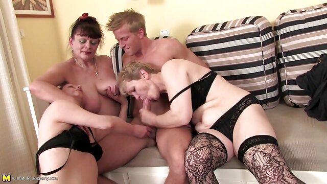 Sexy Kiara toma una enorme polla peliculas porno online gratis en español