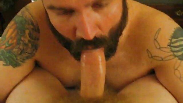 Jayden Jaymes se arrodilla para chupar la peliculas porno en idioma español polla con la boca