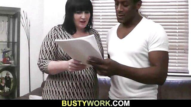La rubia de tatuajes chupa el videos porno gratis fakings pene de su guapo