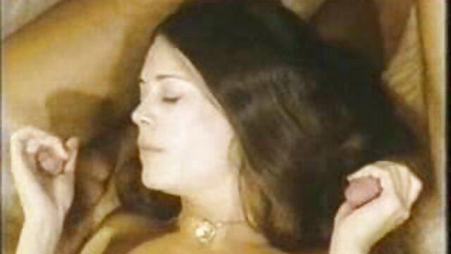 Lesbianas apasionadas Brea videos de brazzers completos gratis Lynn y Jana Jordan en medias a juego se acarician en el sofá