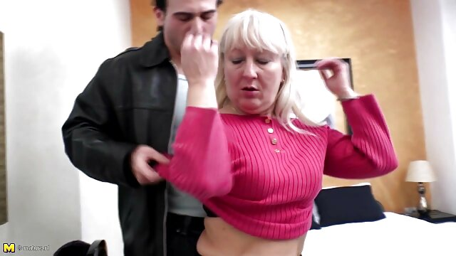 Madura cachonda se corre de sexo foxtube en español anal con un chico joven