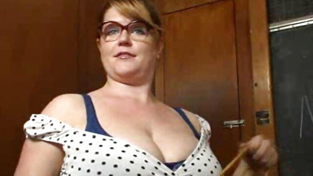 Estudiante ver videos porno en castellano tetona y apasionada folla con un profesor maduro en anal