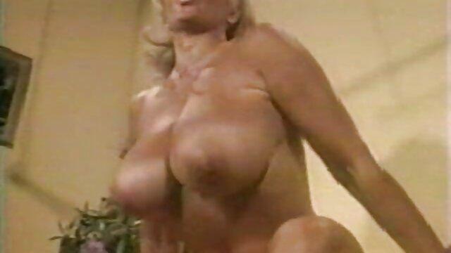 La joven secretaria le chupó la polla al jefe y no folló peliculas eroticas completas online mal en anal en su escritorio