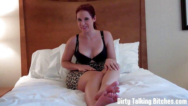 Una preciosa rubia cachonda porno español tv sedujo a un negro sexy en la ducha
