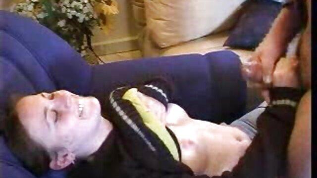 Dos enfermeras rubias tratando a un peliculas completas de maduras paciente