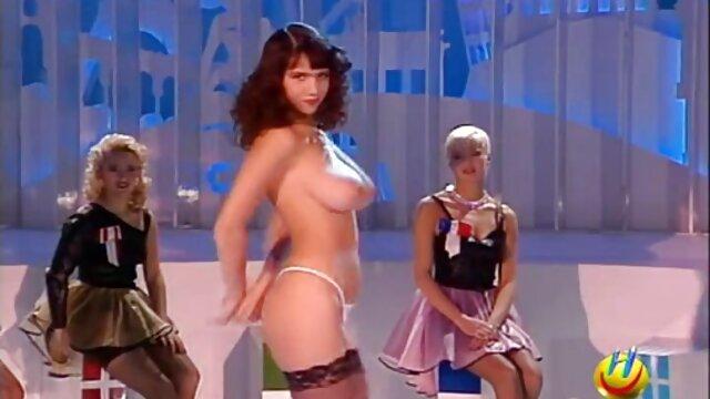 El ojete de la chica bajo el ataque anal ver videos porno en español latino de un hombre bronceado